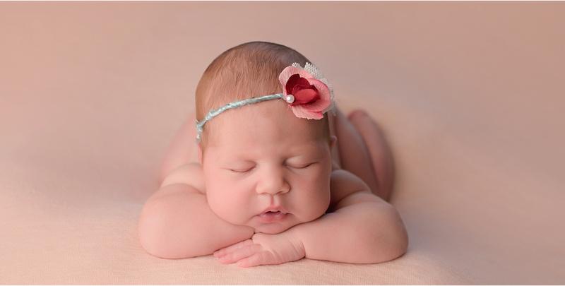 Leavenworth Newborn Photography, Baby Portraits, Family Portraits, Baby Girl, pink, mint Kansas City